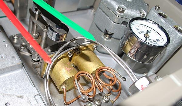 气动液位指示调节仪